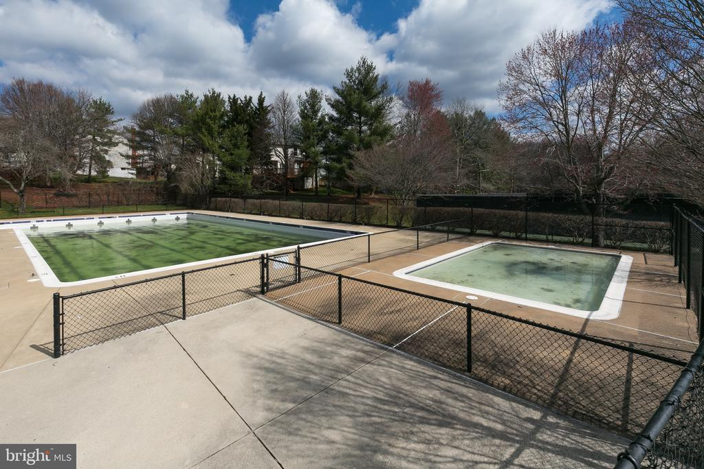 Community Pool - 13309 FOXHOLE DR, FAIRFAX