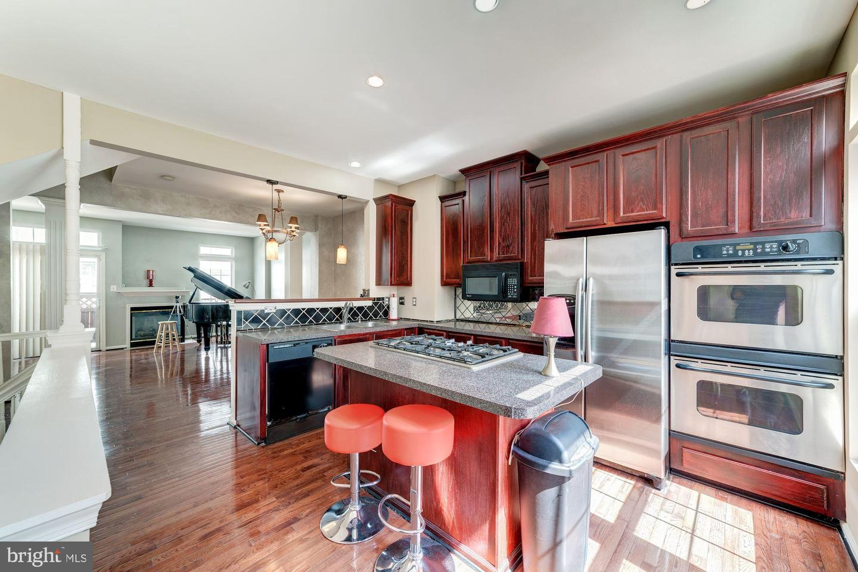 Single Family for Sale at 1018 Harrison Cir Alexandria, Virginia 22304 United States
