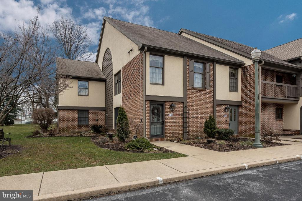 15  AMBERLEY WAY, Manheim Township in LANCASTER County, PA 17543 Home for Sale