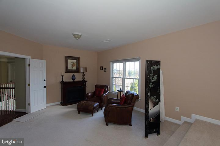 Sitting room in master bedroom - 40674 JADE CT, LEESBURG