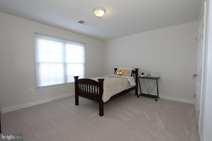 Upper level bedroom #3 - 40674 JADE CT, LEESBURG