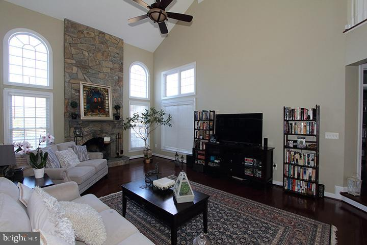 2 story family room with wood burning fireplace - 40674 JADE CT, LEESBURG