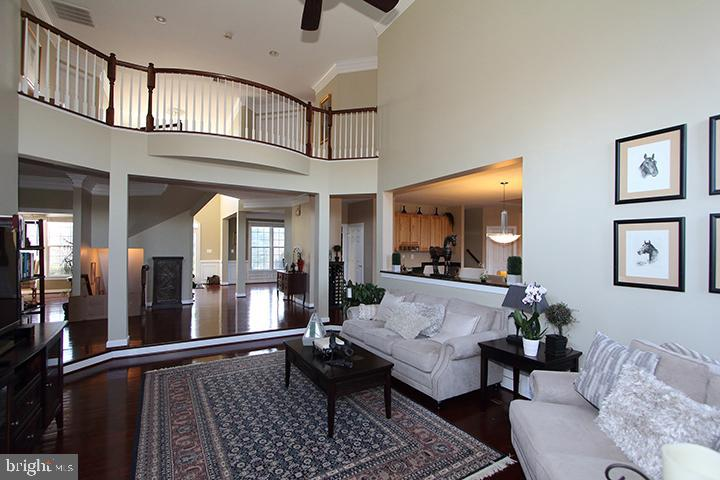 Gorgeous open floor plan! - 40674 JADE CT, LEESBURG