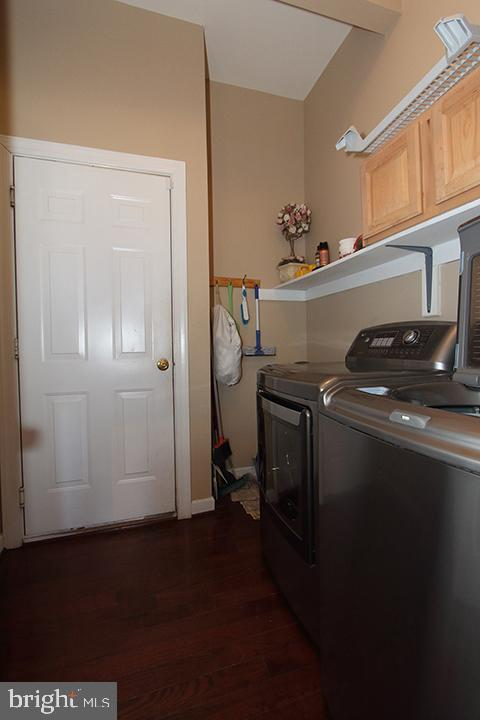 Main level laundry room - 40674 JADE CT, LEESBURG