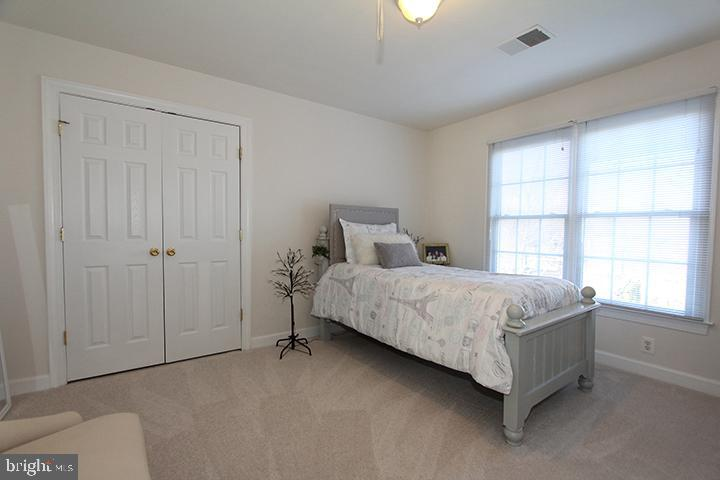 Princess suite with private bath - 40674 JADE CT, LEESBURG