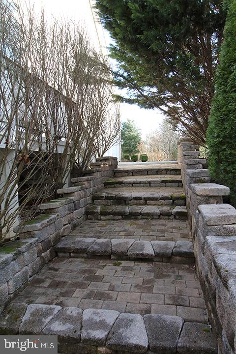 Stairway on side of home going to back patio - 40674 JADE CT, LEESBURG