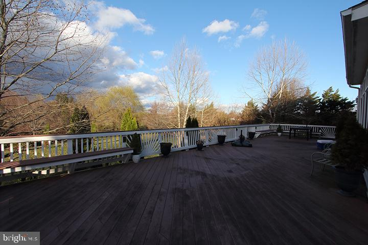 Enormous deck for relaxing and enjoying the views - 40674 JADE CT, LEESBURG