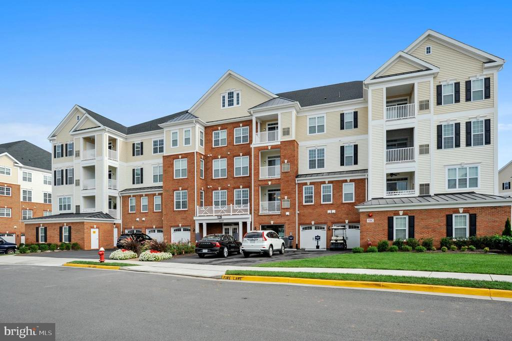 Exterior of building - 44589 YORK CREST TER #304, ASHBURN