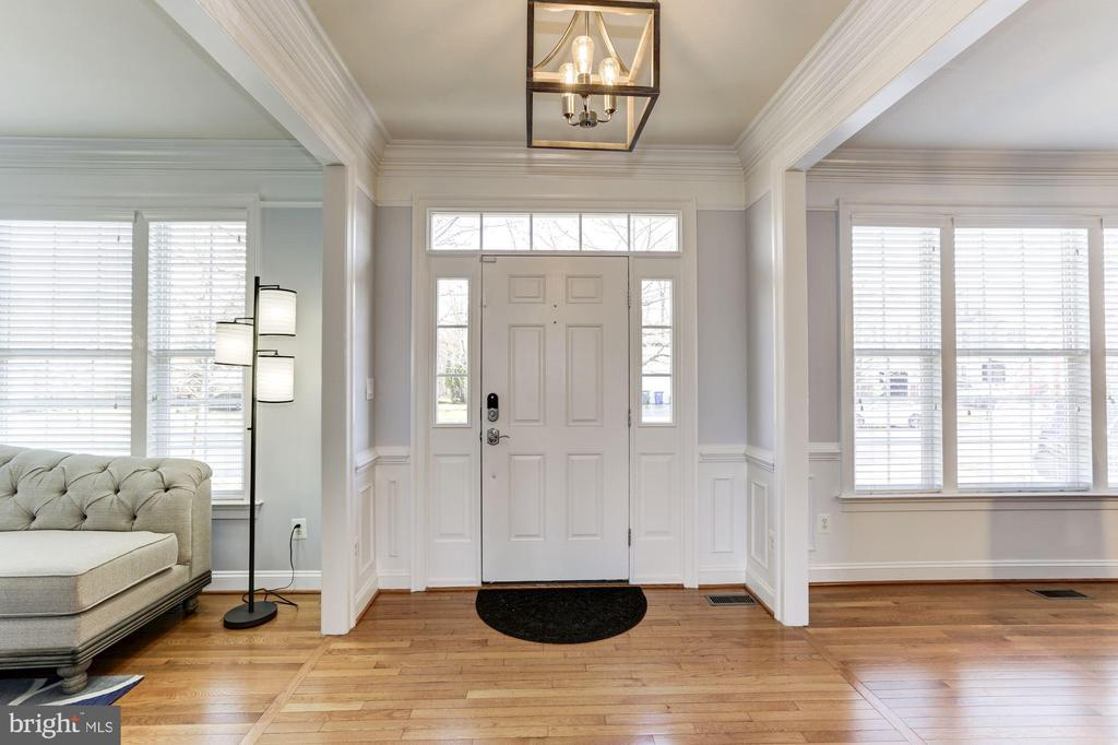 Light Filled Entry Foyer with New Lighting - 44136 RIVERPOINT DR, LEESBURG