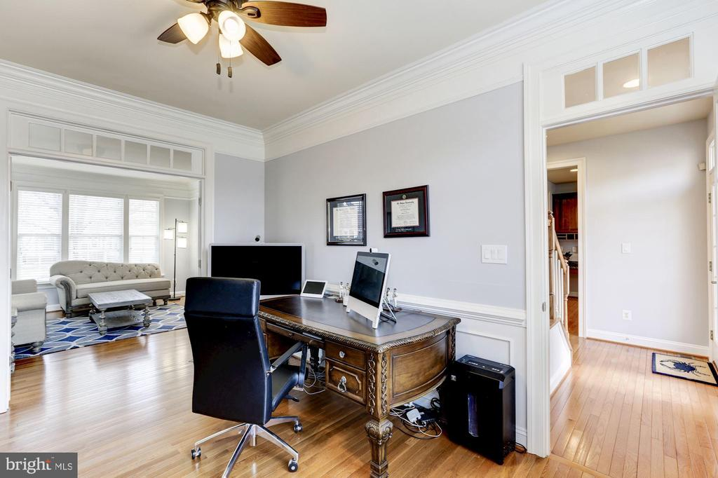 Study/Office with Transoms - 44136 RIVERPOINT DR, LEESBURG