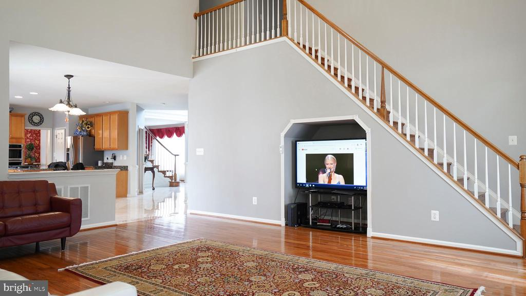 2ND STAIRCASE TO THE 2ND FLOOR - 20563 NOLAND WOODS CT, POTOMAC FALLS