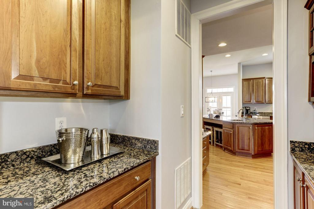 Butler's Pantry - 44136 RIVERPOINT DR, LEESBURG