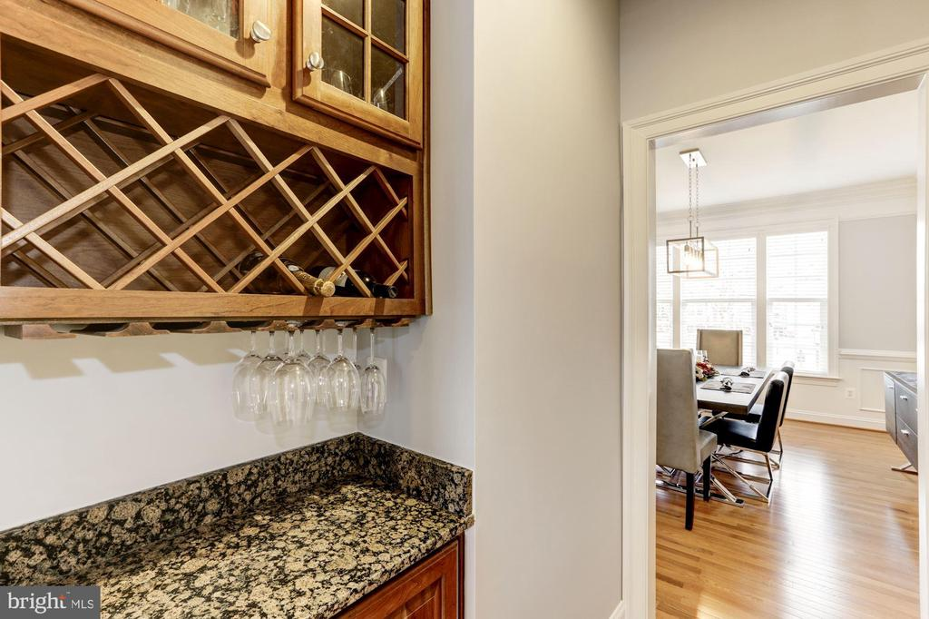 Butler's Pantry with Wine Storage - 44136 RIVERPOINT DR, LEESBURG