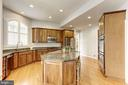 Gourmet Kitchen - 44136 RIVERPOINT DR, LEESBURG