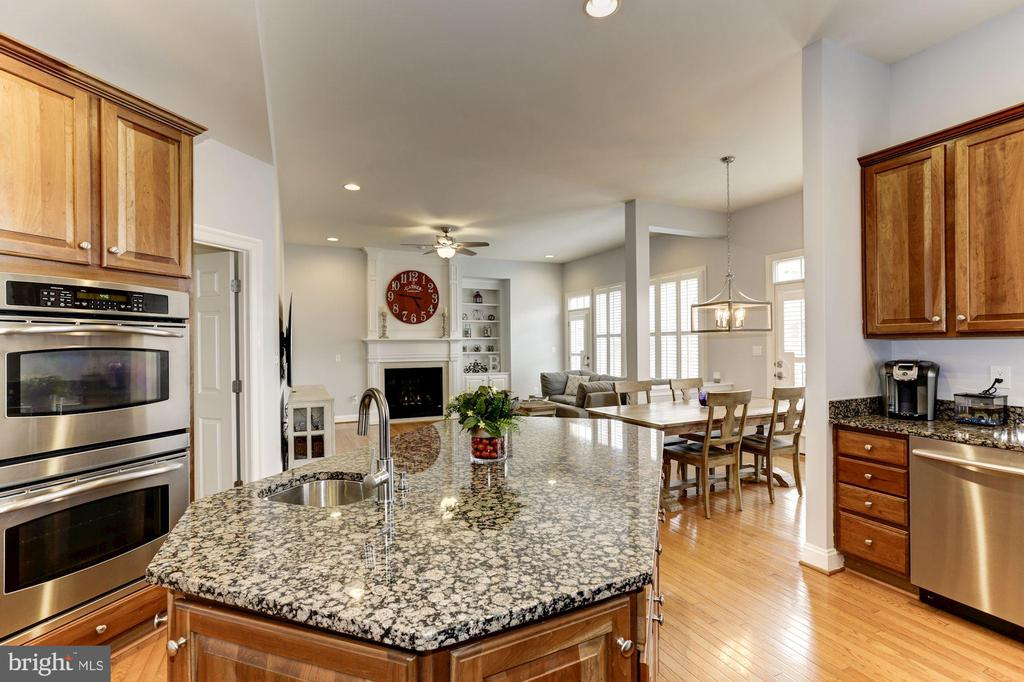 Stainless Steel Appliances - 44136 RIVERPOINT DR, LEESBURG