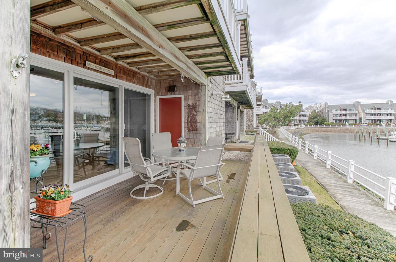 独户住宅 为 销售 在 605 HARBOUR CV Somers Point, 新泽西州 08244 美国