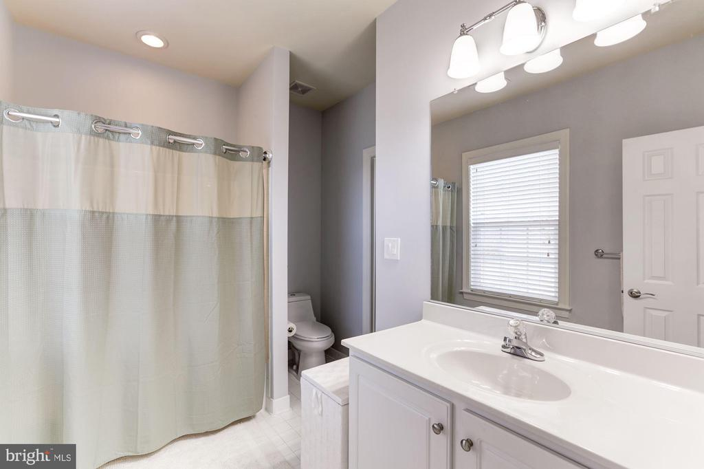 Shared Bath - 44136 RIVERPOINT DR, LEESBURG