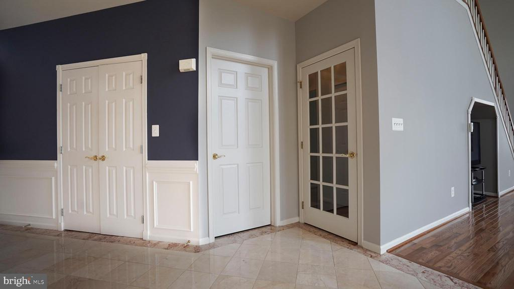 ENTRANCE TO MAIN FLOOR ROOM - 20563 NOLAND WOODS CT, POTOMAC FALLS