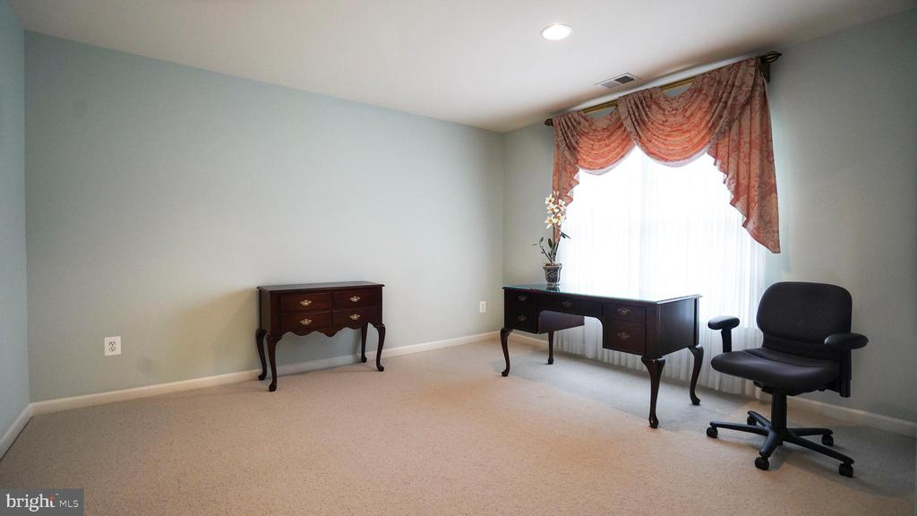 2ND ROOM VIEW - 20563 NOLAND WOODS CT, POTOMAC FALLS