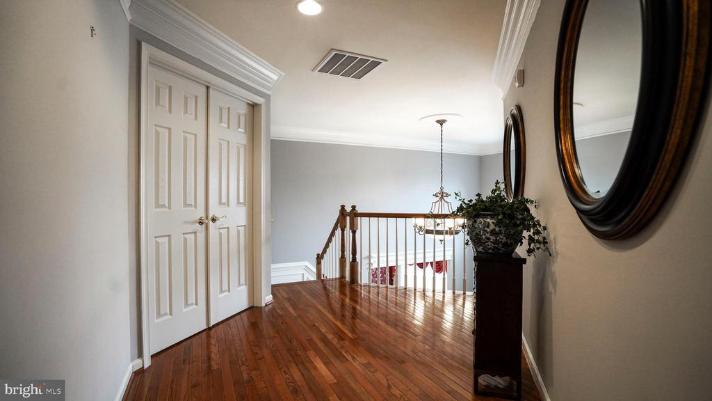 2ND FLOOR HALLWAY - 20563 NOLAND WOODS CT, POTOMAC FALLS