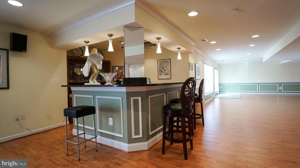 WET BAR AT BASEMENT - 20563 NOLAND WOODS CT, POTOMAC FALLS