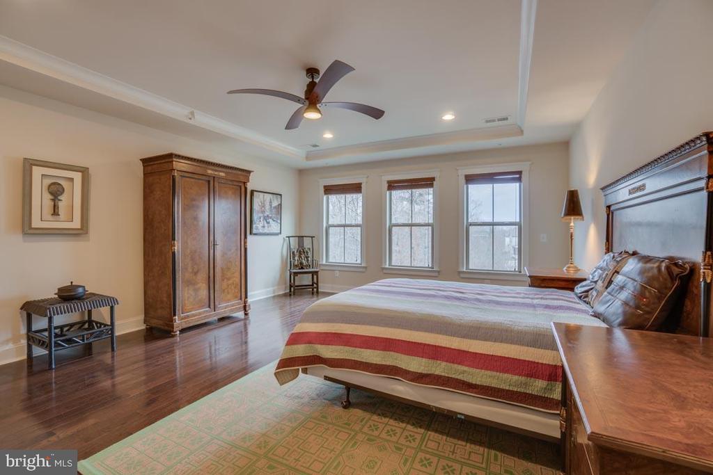 Hardwood flooring throughout Master bedroom - 2192 POTOMAC RIVER BLVD, DUMFRIES