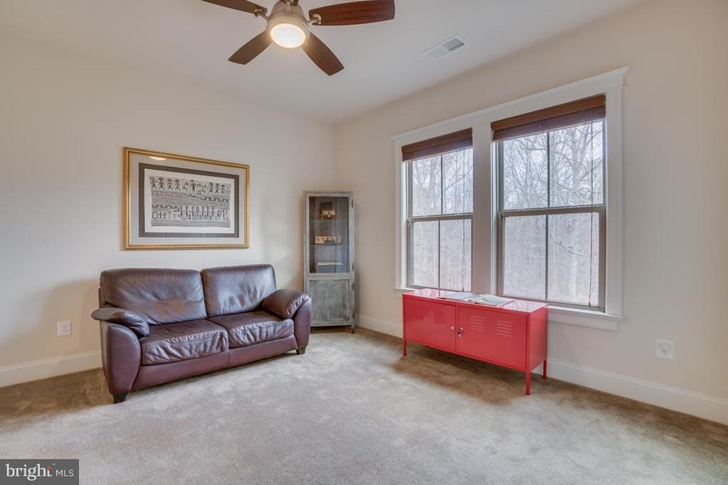 Sitting area overlooking the trees - 2192 POTOMAC RIVER BLVD, DUMFRIES