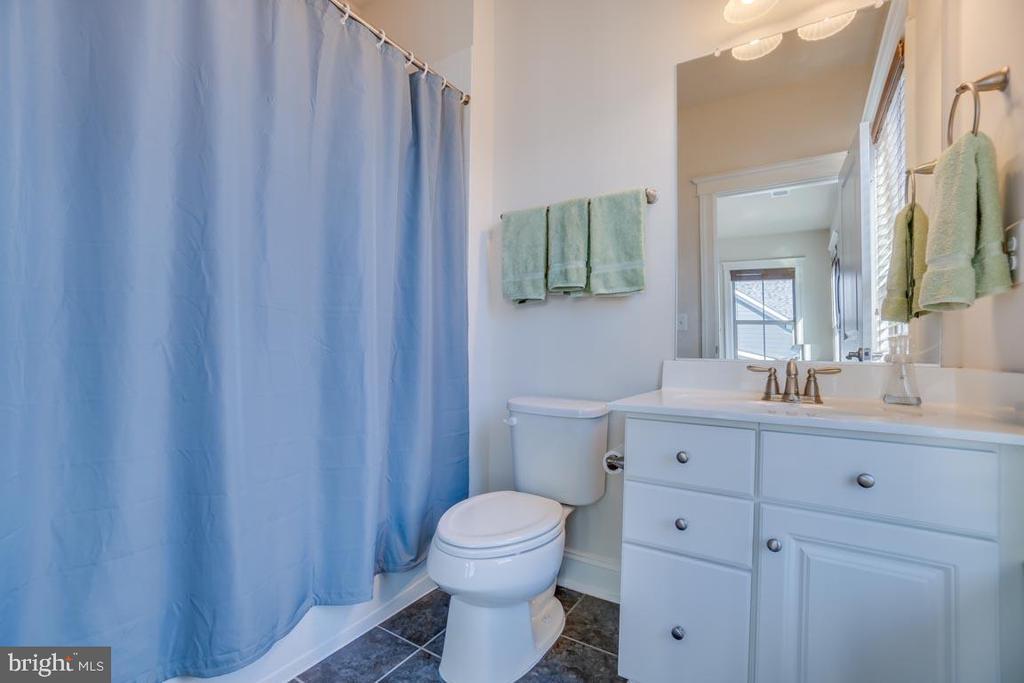 Upper level  Full Bathroom - 2192 POTOMAC RIVER BLVD, DUMFRIES