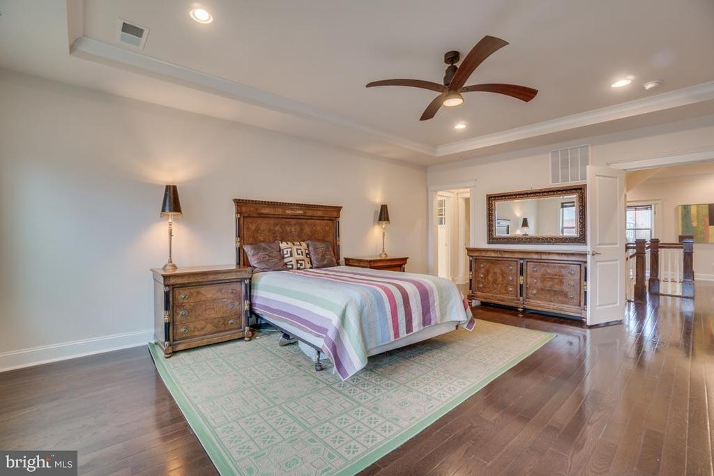 Master bedroom can accommodate large furniture - 2192 POTOMAC RIVER BLVD, DUMFRIES
