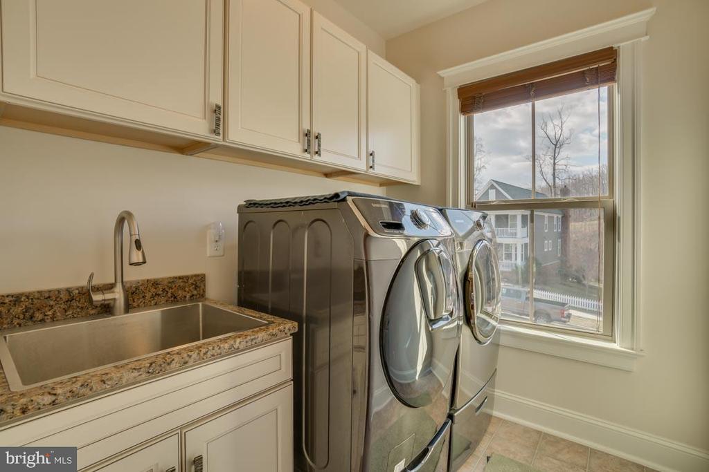 Upper Level Laundry - 2192 POTOMAC RIVER BLVD, DUMFRIES