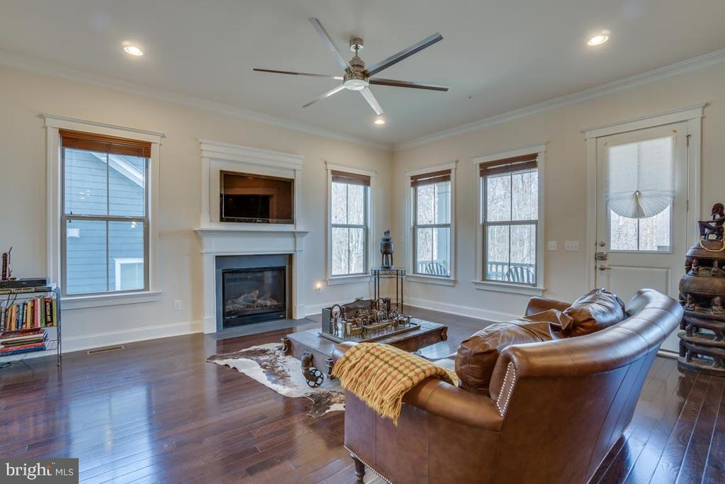 Spacious but still cozy with fireplace - 2192 POTOMAC RIVER BLVD, DUMFRIES