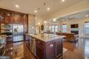 Gourmet kitchen with top of the line features - 2192 POTOMAC RIVER BLVD, DUMFRIES