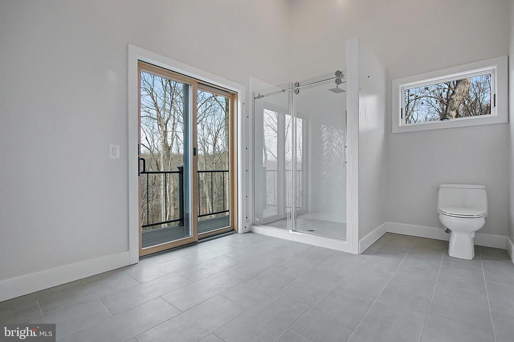 Bedrm #3 bath walk out to balcony- glass shower - 6027 TULIP POPLAR CT, MANASSAS
