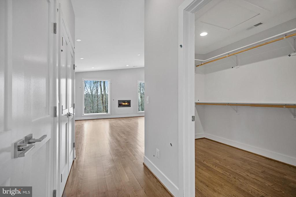Master closets...walk- in on right, double left - 6027 TULIP POPLAR CT, MANASSAS