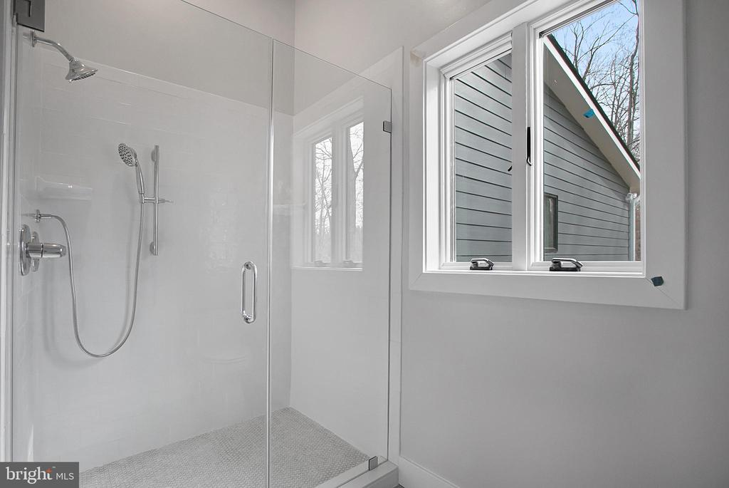 Bathrm Bedrm #2, glass enclosed shower - 6027 TULIP POPLAR CT, MANASSAS