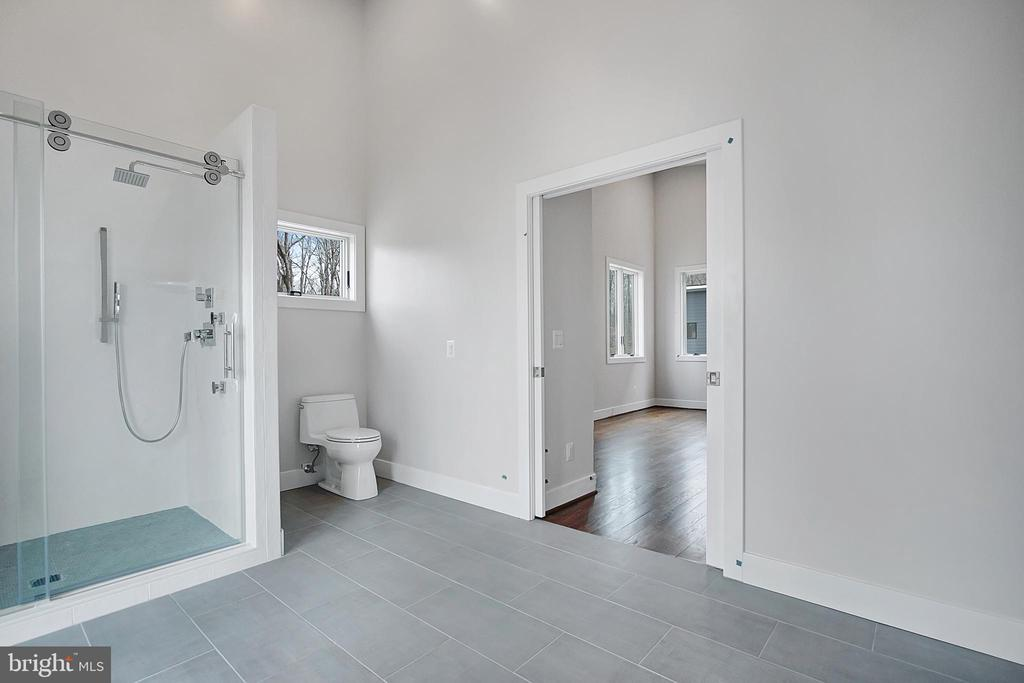 Another view of suite bathroom - 6027 TULIP POPLAR CT, MANASSAS