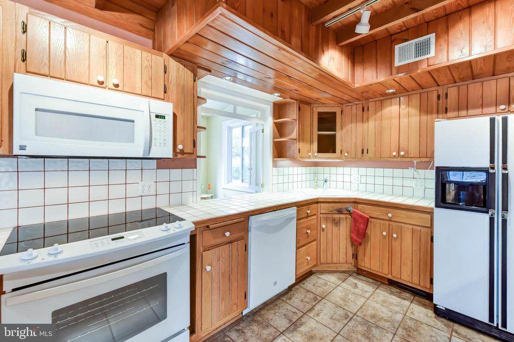 Newer stove, dishwasher & microwave - 4104 DUNCAN DR, ANNANDALE