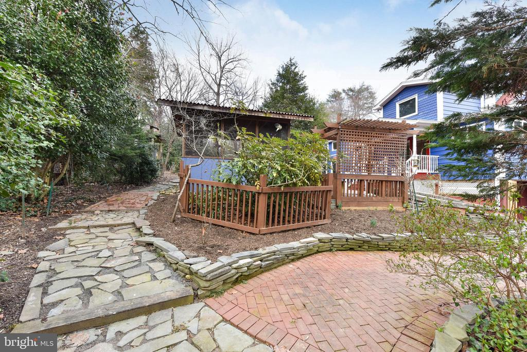 Walk these paths & check out out plant varieties - 4104 DUNCAN DR, ANNANDALE