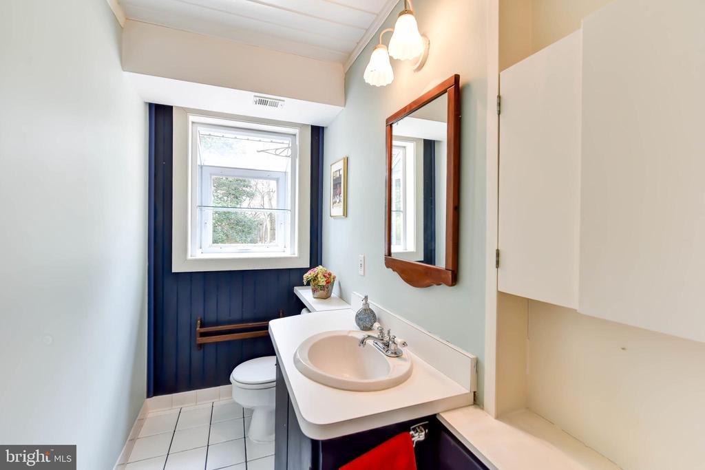 Main level half bath with garden window - 4104 DUNCAN DR, ANNANDALE