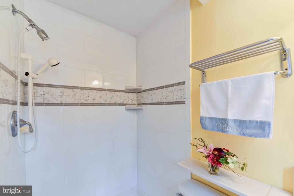 Fresh, new shower in this main level full bath - 4104 DUNCAN DR, ANNANDALE