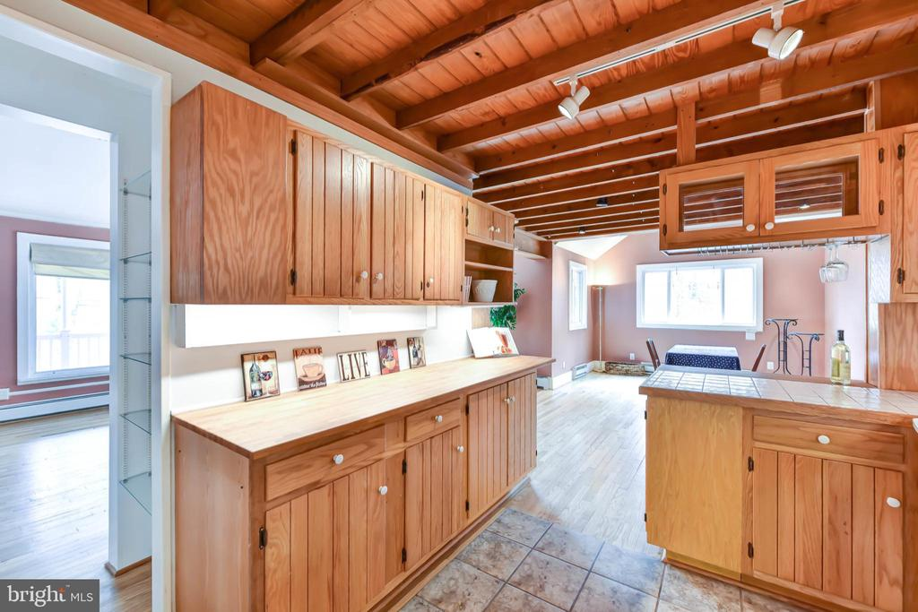 Easy to care for butcher block counters - 4104 DUNCAN DR, ANNANDALE