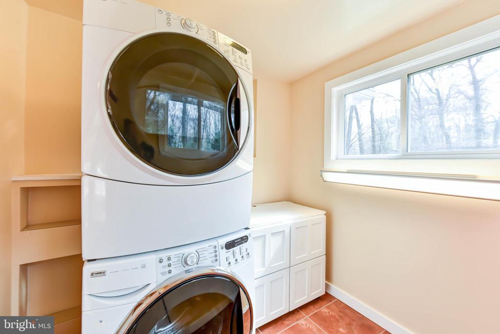 Main level laundry  ~ full size HE washer & dryer - 4104 DUNCAN DR, ANNANDALE