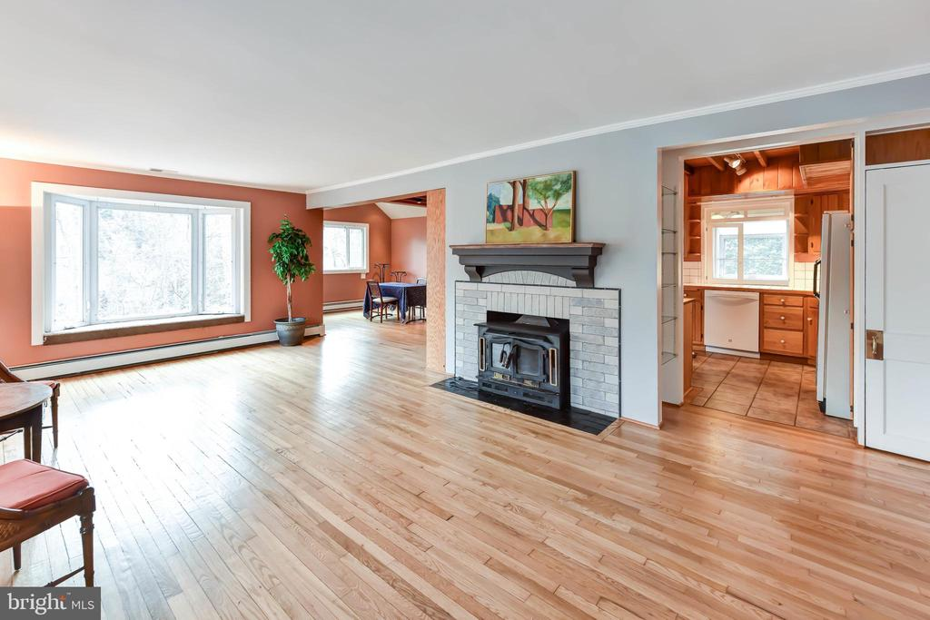 Wood burning fireplace with insert & heatilator - 4104 DUNCAN DR, ANNANDALE