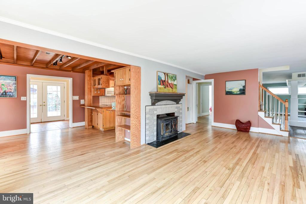 Open floor plan  lets in light from all rooms - 4104 DUNCAN DR, ANNANDALE