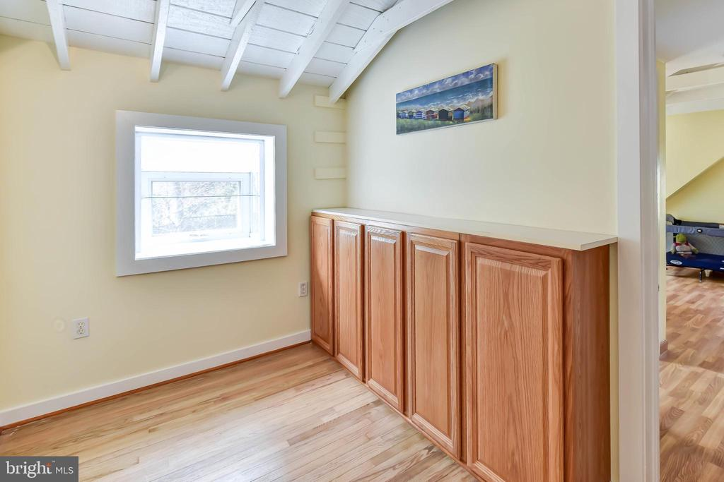 Walls of built-ins bathed in east-west windows - 4104 DUNCAN DR, ANNANDALE