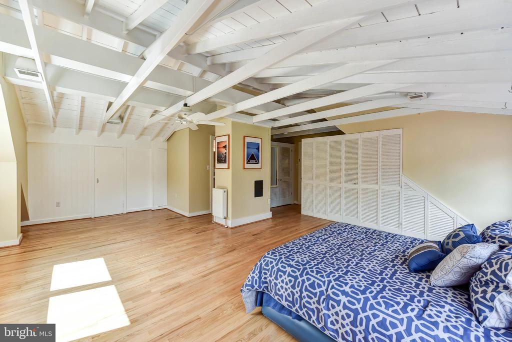 View to walk-in cedar closet - 4104 DUNCAN DR, ANNANDALE