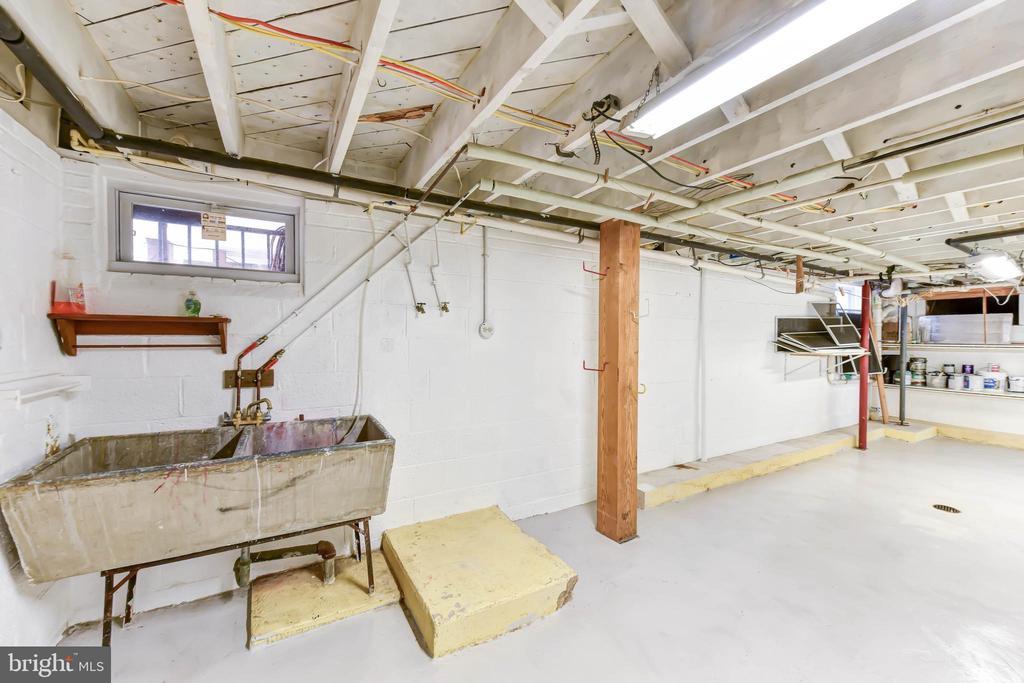 Lower level ~ workshop space - 4104 DUNCAN DR, ANNANDALE