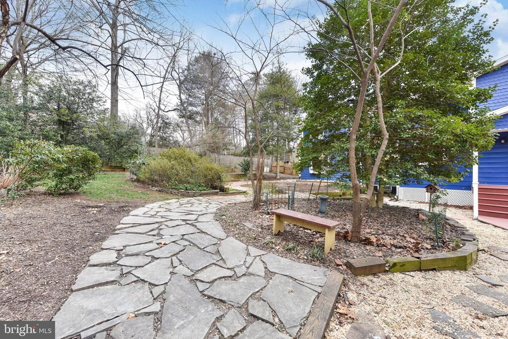 Follow this flagstone path around your back yard - 4104 DUNCAN DR, ANNANDALE