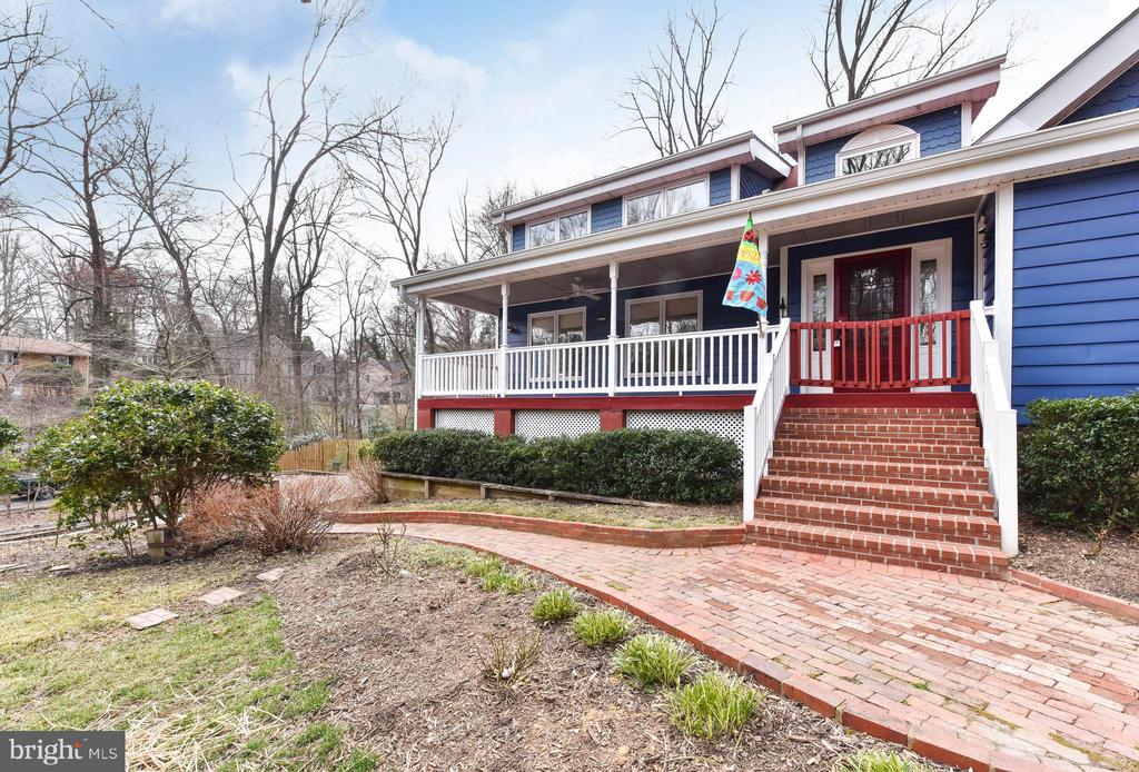 A porch big enough for entertaining or relaxing - 4104 DUNCAN DR, ANNANDALE