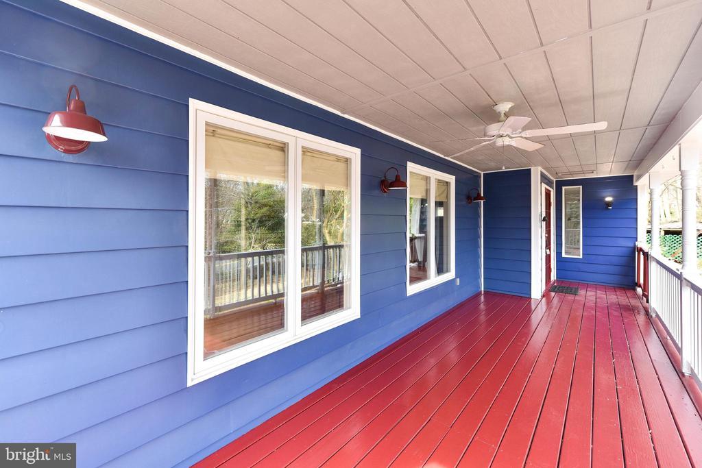 Brand new porch lighting plus ceiling fan - 4104 DUNCAN DR, ANNANDALE